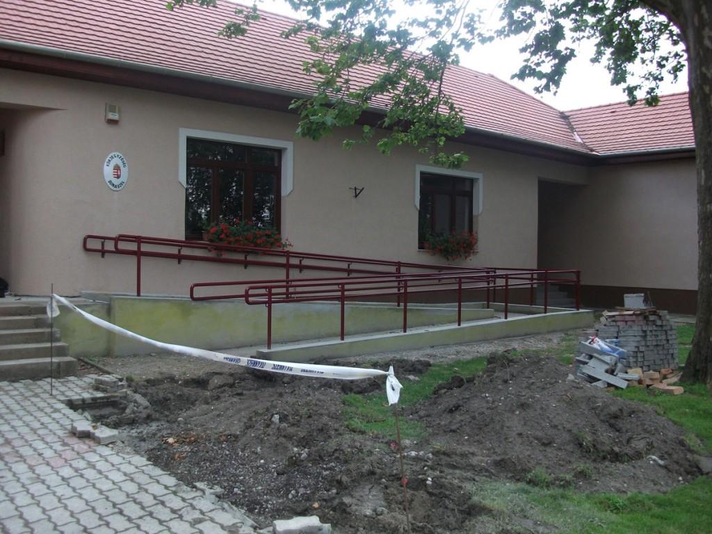 Dunaszegi hivatal akadálymentesítése